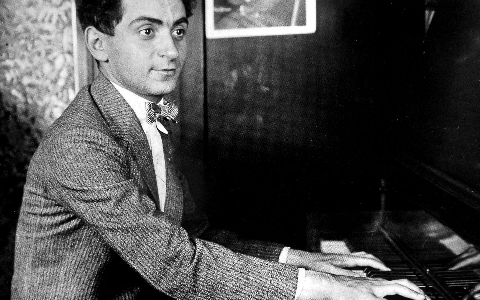 Irving_Berlin at the piano
